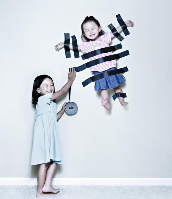 niña pegando a su hermana