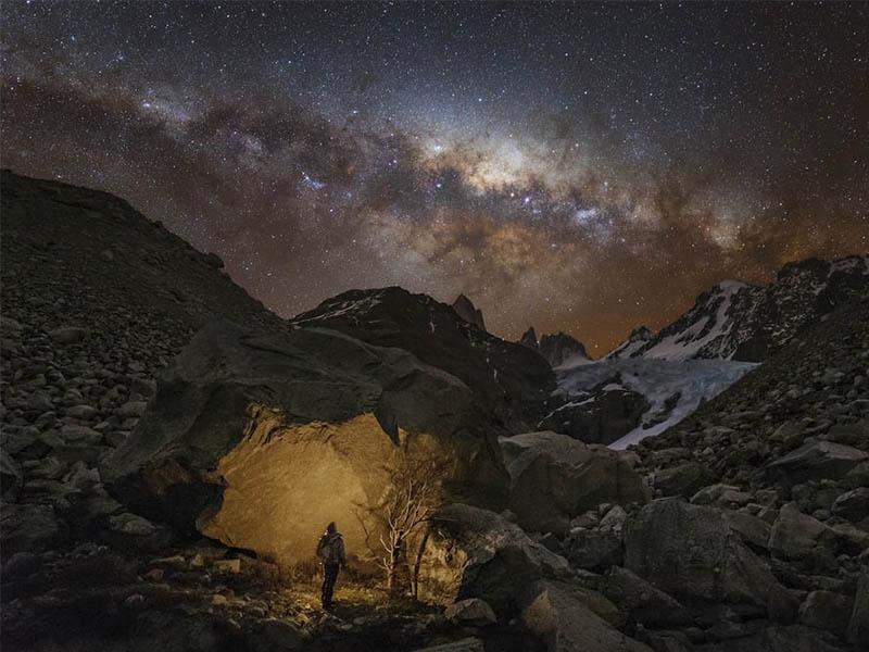 Una fotografía hermosa del cielo nocturno puede maravillar al alma más fatigada.