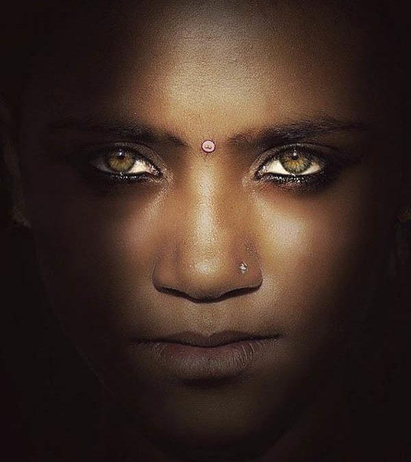 Fotografía de la belleza en la india por la fotógrafa MAGDALENA BAGRIANOW