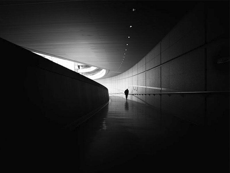 La inscribible coincidencia de luz en las fotografías de Junichi Hakoyama