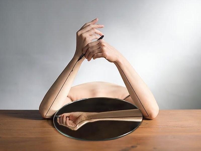Retratos con manipulaciones y modificaciones corporales, por Yung Cheng